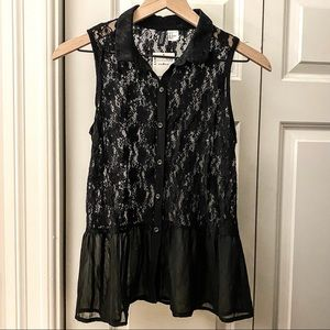 H&M | Sleeveless Lace Button-Up Top